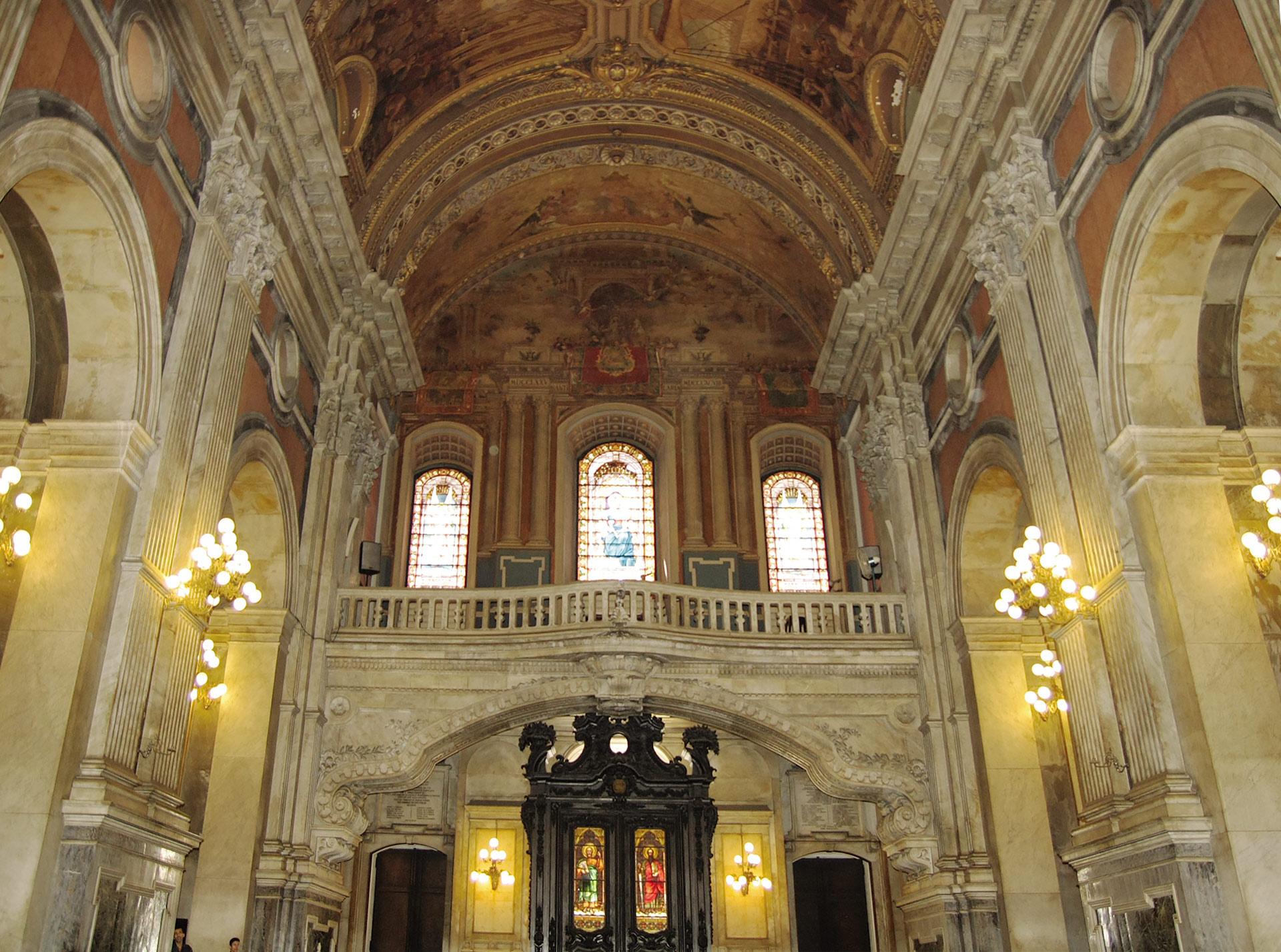 coro-vitrais-nave-central